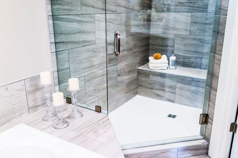 cambiar tu antigua bañera por plato de ducha
