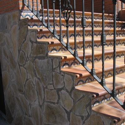 Reformas Integrales en Alcalá de Henares entrada y escaleras